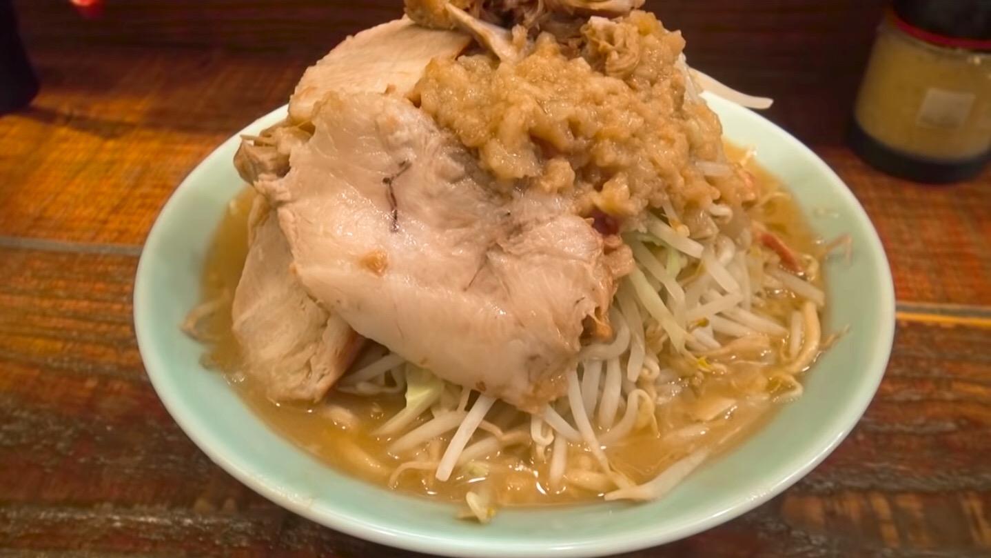 【立川マシマシ】中ラーメン+豚マシ:生卵 (東京都立川市錦町) 第426回