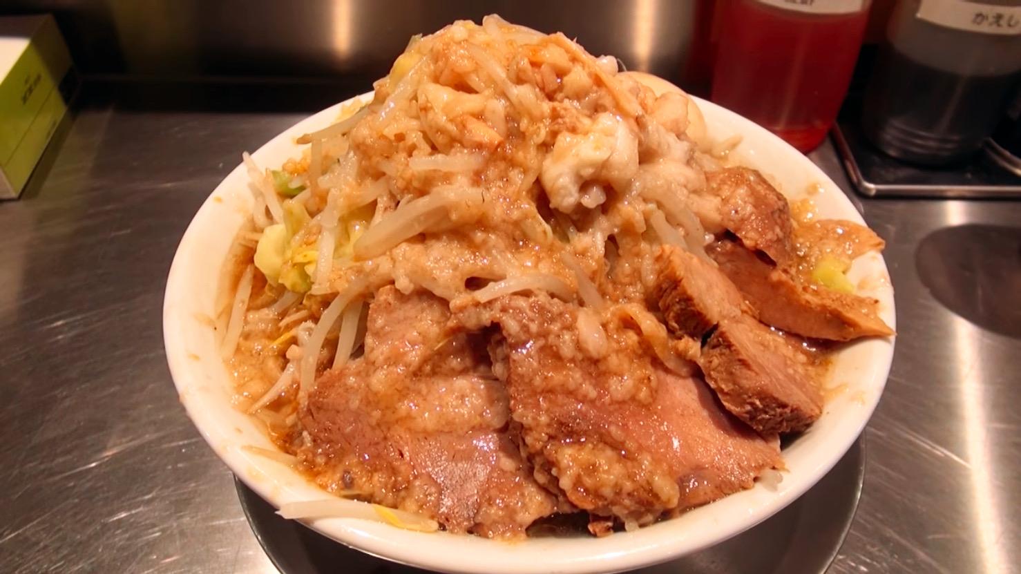 【ジロリアン】ラーメン(中)+豚増し:味玉 (東京都港区赤坂) 第487回