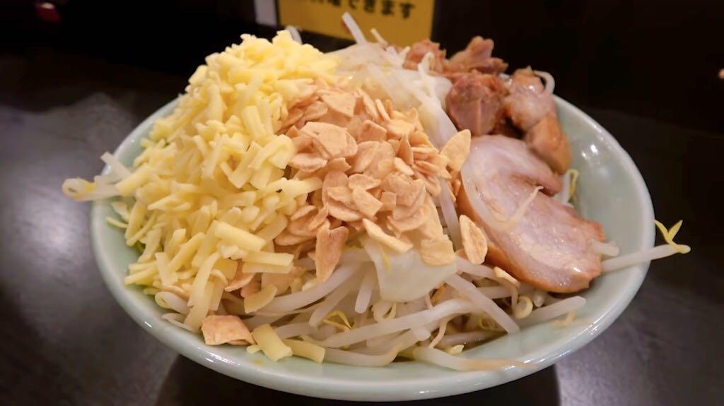 【ダントツラーメン】混ぜ(中) +生卵 トッピング:チーズ (岡山県岡山市北区) 第837回