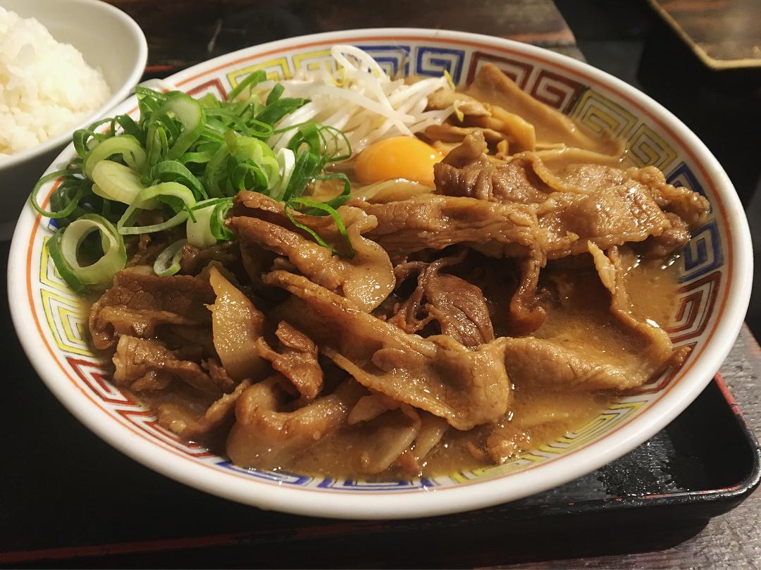 【うだつ食堂】肉そば(並)、トッピング:生卵 (東京都新宿区西早稲田) 第936回