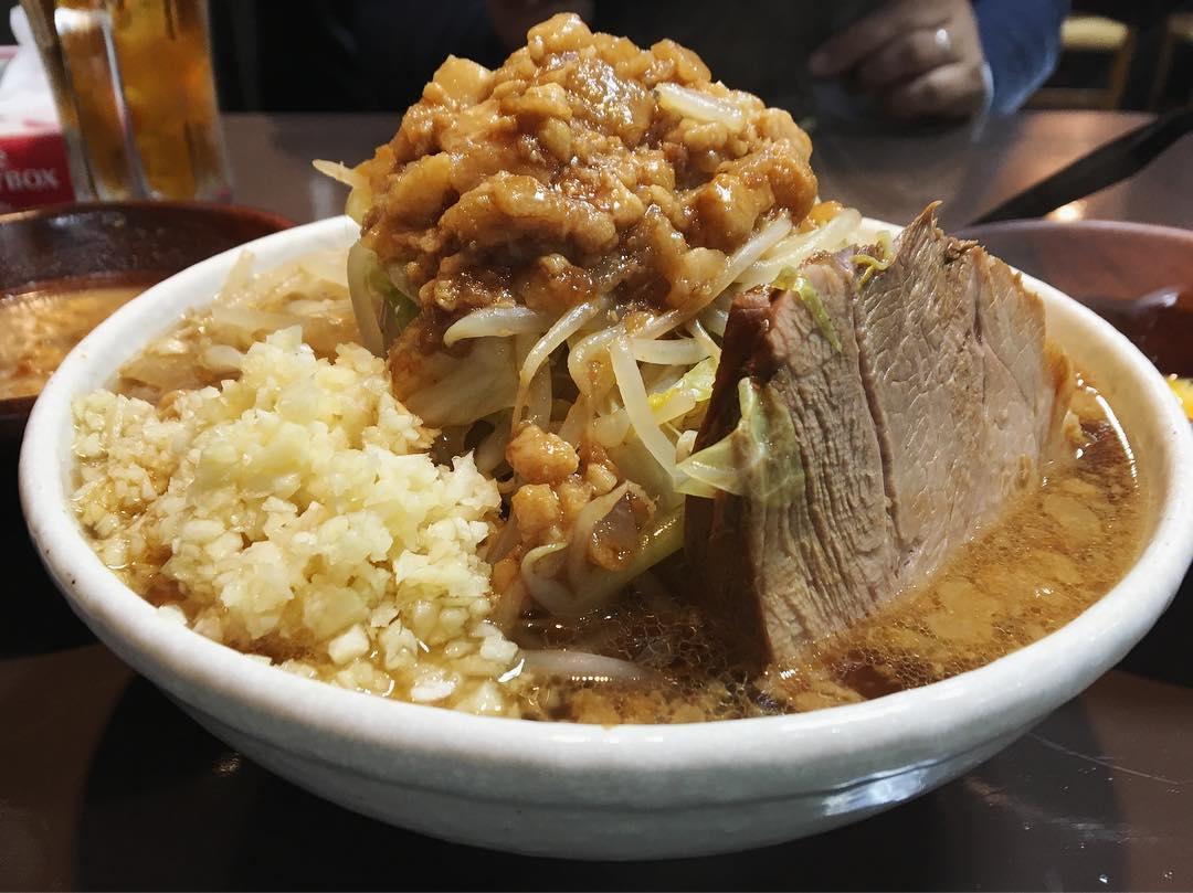 【らーめん山】ラーメン、別皿:生姜:生たまご (静岡県静岡市葵区) 第1113回
