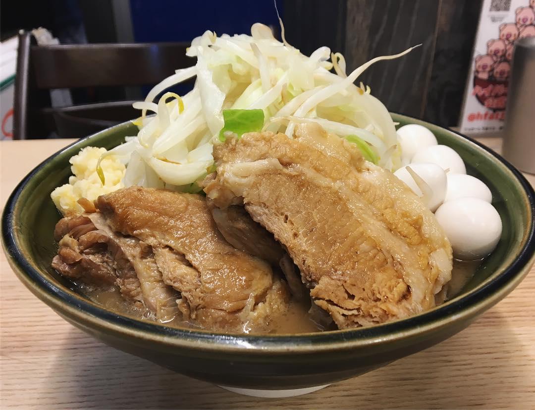 【ハイパーファットン 】小ラーメン、トッピング:豚1枚:うずら:生卵 (神奈川県横浜市港北区) 第1070回