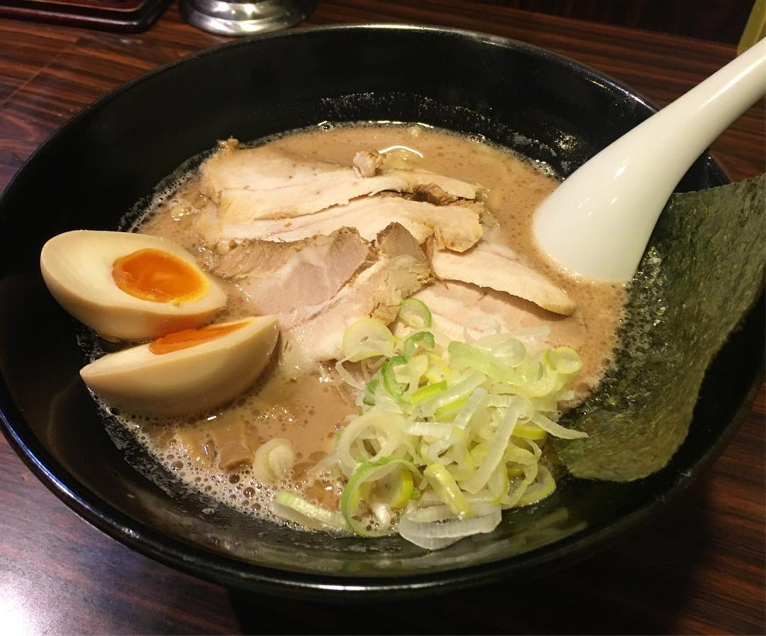 【ラーメン長山】チャーシュー麺(大盛)+味玉 (東京都台東区根岸) 第436回