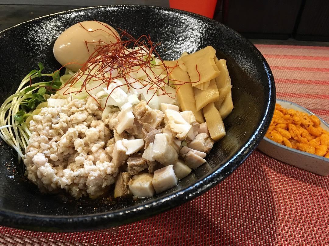 【廻麺 鶏千(かいめんとりせん)】鶏油汁無(中)+辛玉 (東京都新宿区高田馬場) 第678回