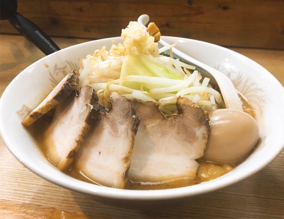 【極太濁流ラーメン ロッキー】ラーメン肉増し+生卵 (愛知県海部郡蟹江町) 第898回