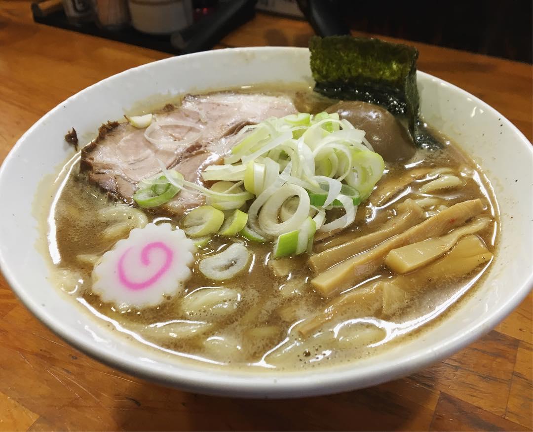 【麺まる井】味玉醤油ラーメン、別皿:焼きバラのり (静岡県駿東郡清水町) 第1111回