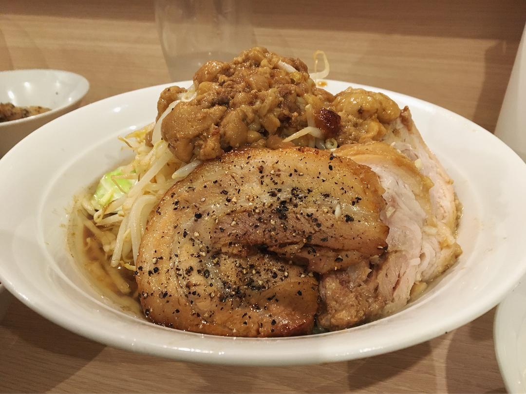 【麺屋 味方】ラーメン+豚増し:生卵:キムチ (東京都港区新橋) 第903回